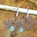 """Sis & Suzy oorbellen 008 - € 6,50<a href=""""/product/sis-suzy-oorbellen-008/"""" target=""""_blank"""">BESTELLEN</a><br>Zilverkleurige ronde oorbellen met lichtgroene hanger, doorsnede 6 mm."""