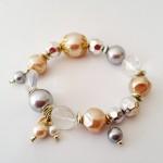 """Pearls and Peaches - 8,95<a href=""""/product/pearls-peaches"""" target=""""_blank"""">BESTELLEN</a><br>Armband met kristalkralen, acrylkralen, metaalkleurige kralen, elastisch koord - 15 cm"""
