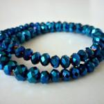 "Glitter Blue - € 9,95<a href=""/product/glitter-blue"" target=""_blank"">BESTELLEN</a><br>Wikkelarmband met Tsjechische facetkralen in donkerblauw en elastisch koord - 32 cm"