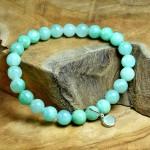 Sis & Suzy armband 021 - € 6,50<span>VERKOCHT</span><br>Blauwgroene armband met lichtgroen hangertje.